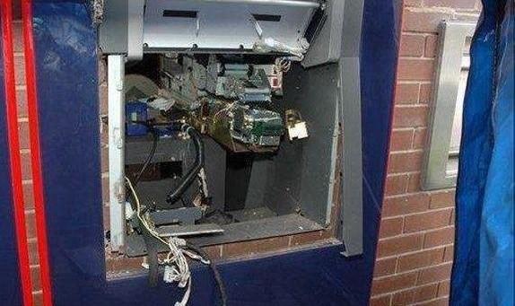 جزئیات سرقت هالیوودی شبانه دستگاه عابربانک در ونک به وزن ۹۰۰ کیلوگرم و حاوی ۶۷ میلیون تومان!
