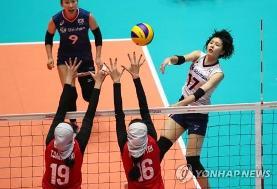 پیروزی والیبال محجبه زنان ایران علیرغم گرمای تابستان مقابل هنگکنگ