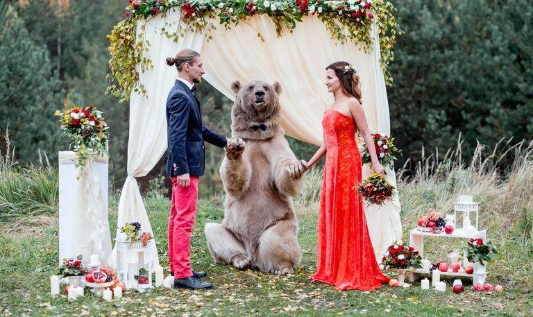 با ۴۱۷ دلار با این خرس روسی ۳۰۰ کیلویی عکس بگیرید!