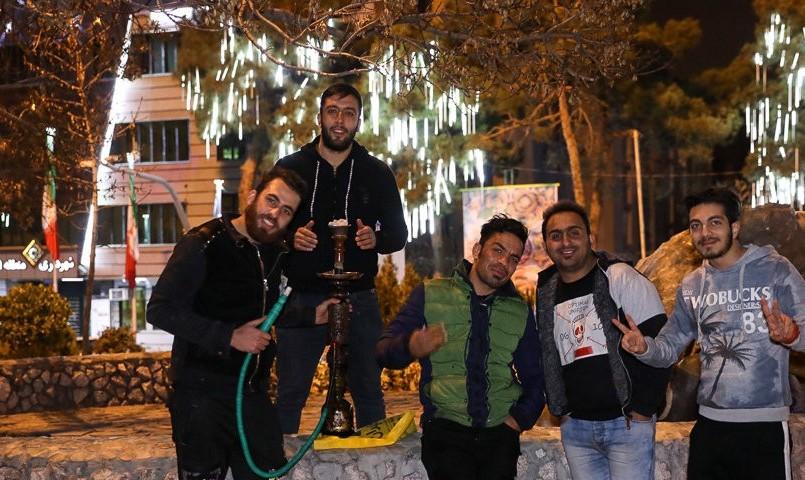 آسوده خاطر از مشکلات ازدواج: علیرغم شعار و فشار روحانیت و دولت، جمعیت مجردان ایران به ۱۳ میلیون رسید