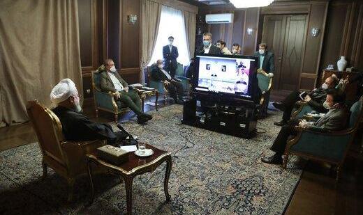 روحانی پس  از هفته ها تاخیر، تقاضای کمک از صندوق توسعه ملی و مقررات سختگیرانه برای مقابله با کرونا کرد