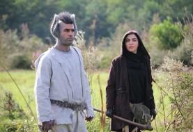 فیلم «خرها آدم نمیشوند»: عکس یوسف تیموری با گریمی عجیب در کنار لیلا اوتادی