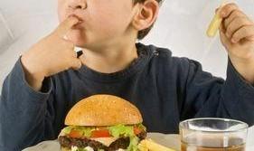 ۸ اشتباه رایج در تغذیه کودکان نوپا