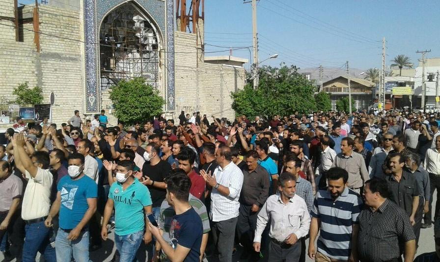 اعتراض خونین در کازرون در اعتراض به تفکیک شهرستان و با تحریک امام جمعه بود؟