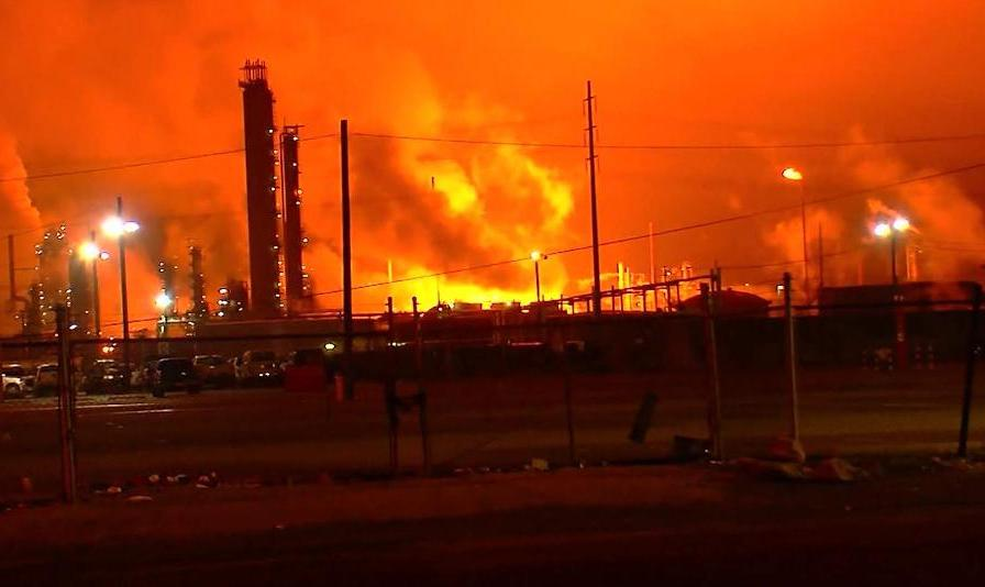 انفجار مهیب در پالایشگاه نفت و گاز اکسان موبیل در لوئیزیانا آمریکا