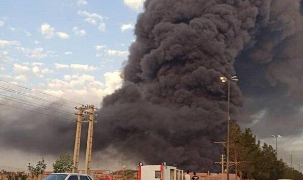 آتش سوزی مهیب در کارخانه شیمیایی شهرک شکوهیه قم/ اعلام وضعیت بحرانی در منطقه/ آتش نشانی: مردم دعا کنند