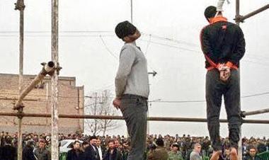 عکس اعدام در ملاعام ۲ راننده تاکسی تلفنی متجاوز به زنان در مشهد
