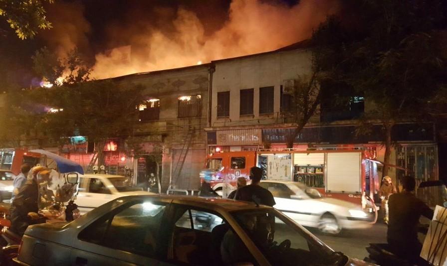 آتشسوزی گسترده در پاساژ امیرکبیر پامنار تهران ۱۱ مجروح به جای گذاشت