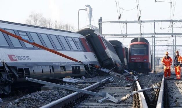 برخورد دو قطار در غرب آلمان دهها زخمی بر جای گذاشت