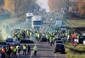 دلیل اعتراضات گسترده مردمی در سراسر فرانسه با حداقل یک کشته و ۲۰۰ زخمی
