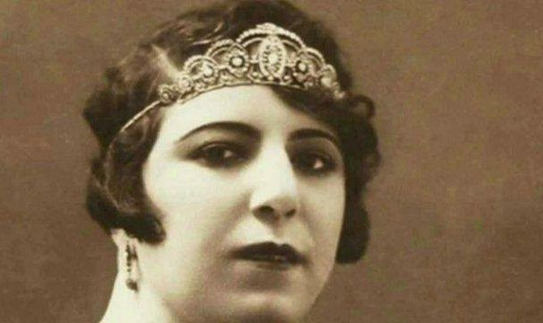 نمایش زندگی قمر ملوک وزیری: اولین زن خواننده روی صحنه ایرانی