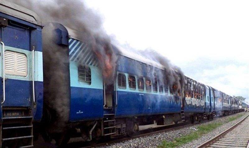 فیلم: آتشسوزی واگنهای قطار مسافربری در نزدیکی تهران