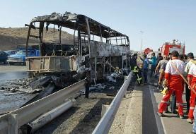 آتش سوزی اتوبوس ولوو با ۳۰ مسافر در آزادراه قم - تهران