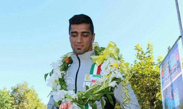 قهرمان کشتی ساحلی جوانان جهان و نفر دوم کشتی آزاد جوانان در یک تصادف جاده ای در ایران درگذشت