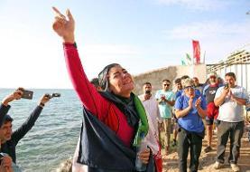 علیرغم سختگیریهای حجاب، بانوی ایرانی رکورد جهانی گینس در شنای با دست بسته را شکست