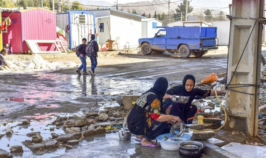روحانی برای بررسی اوضاع زلزله زدگان کرمانشاه نوروز میهمان آنها شد