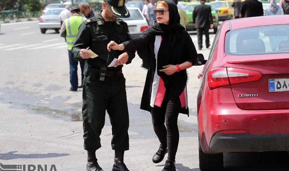 یک  روحانی و  یک معلول هم پیامک بی حجابی گرفتند! تصاویر: پلیس باز ...