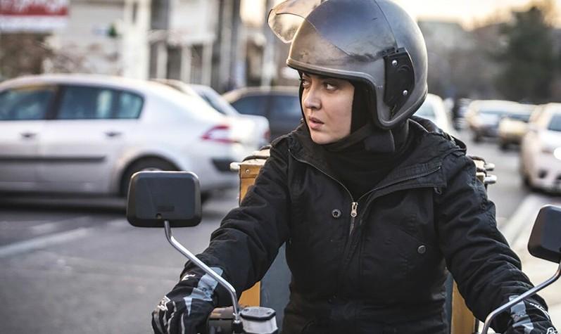 نمایش فیلم آذر با هنرنمایی نیکی کریمی در فستیوال فیلم ونکوور کانادا