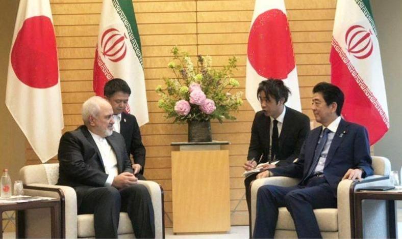 ظریف برای مشورت درباره اقدامات تنش زای آمریکا با نخست وزیر ژاپن دیدار کرد