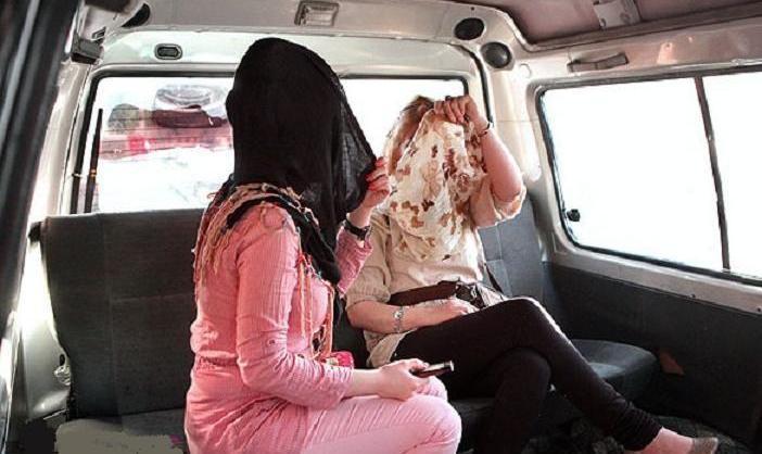 زهر چشم کار نکرد و موجب ازدحام در خیابان وزرا  شد: صدها زن برای پرداخت جریمه بد حجابی حاضر شدند، پلیس اخلاقی عقب نشینی کرد؟!