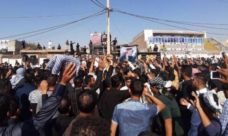 انتشار فیلم تجمع مردم و درگیری با پلیس در کارون خوزستان پس از مرگ شاعر جوان محلی