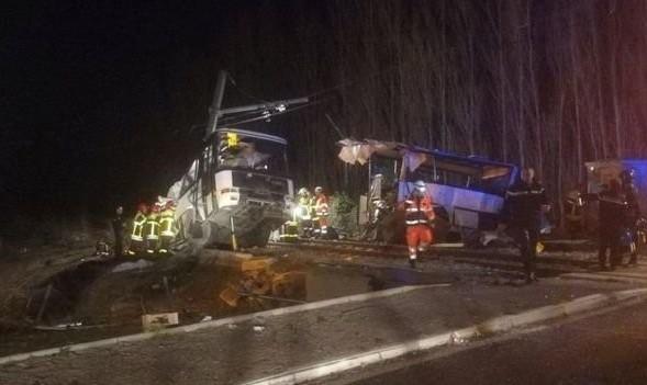 ۶ کشته بر اثر برخورد قطار با اتوبوس حامل دانش آموزان در فرانسه