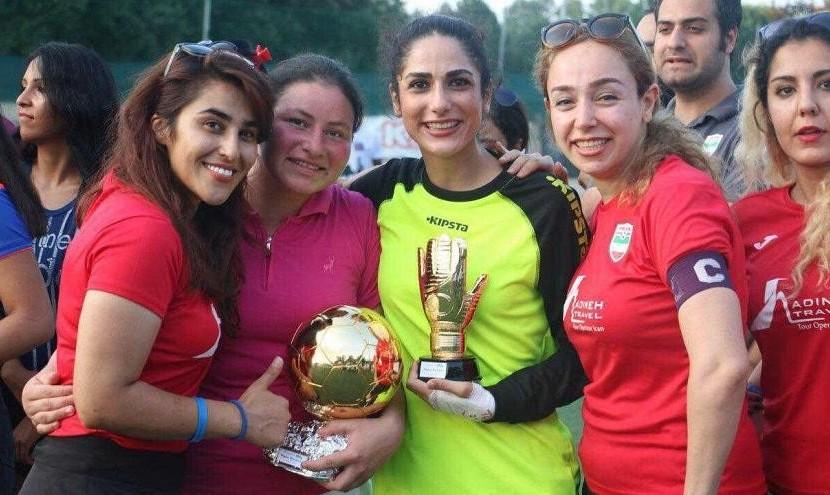 بی حجاب ولی با امکانات: دختران دانشجوی ایرانی در مسابقات محلی ...
