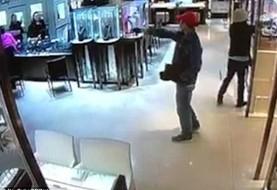 سارقان نقابدار در هنگ کنک جواهرات یک میلیونر به ارزش ۶۰۰ هزار دلار را در ۲۷ ثانیه دزدیدند! ویدیو