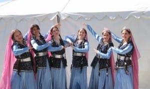 اجرای رقص توسط رقصنده های نماد در جشنواره فرهنگی ریستون