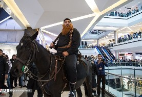 تصاویر اسب سواران داعش که بستنی و پاپ کورن را بر مردم در پردیس کوروش ...