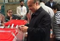 وزیر ورزش و جوانان رای خود رابه صندوق انداخت
