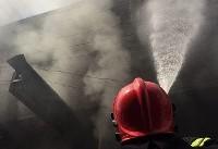حریق گسترده در انبار لوازم تزئینی خودرو/ آسیب دیدگی ۲ آتش نشان