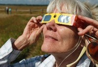Millions pour into US towns in path of total eclipse