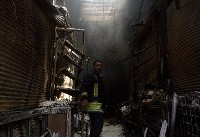 انفجار گاز و آوار مسافرخانه قدیمی قم/ جستجوی  آتش نشانان در زیر آوار