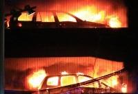 آتشسوزی در پارکینگ ساختمان تجاری/ سه خودرو طعمه حریق شدند