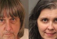 بازداشت پدر و مادری که ۱۳ فرزند خود را با زنجیر بسته بودند/ تصویری از ...