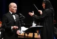 تنها رهبر ارکستر زن ایرانی در تهران روی صحنه رفت