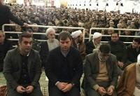 حضور سرمربی ترکیهای تراکتورسازی در نماز جمعه تبریز (+عکس)