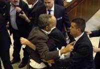 اخراج نمایندههای عرب کنست به دلیل اعتراض در در جلسه سخنرانی مایک پنس