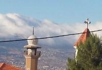 تصویری از همسایگی دیوار به دیوار مسجد و کلیسا