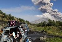فرار مردم فیلیپین از فوران آتشفشان (عکس)