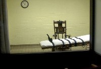 US halts injection execution of inmate who wants electric chair