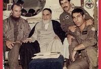 عکس یادگاری خلبانان با امام خمینی(ره) بعد از حمله به اچ۳