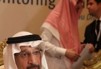 Saudi says to cut oil output as producers discuss price dip