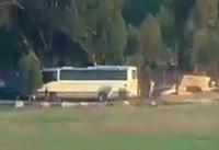 لحظه اصابت دقیق موشک به اتوبوس حامل نظامیان صهیونیست + فیلم