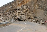 ریزش سنگ در جاده چالوس