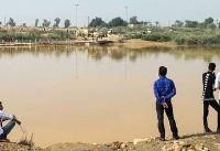 سیلاب در خوزستان/ رفت و آمد مردم با قایق (عکس)