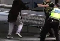 لحظه درگیری پلیس ملبورن استرلیا با فرد مهاجم + فیلم
