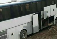 برخورد وحشتناک اتوبوس با کوه در آزاد راه قزوین - رشت /سه نفر راهی بیمارستان شدند