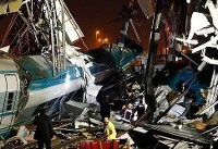 برخورد قطار با پل هوایی در ترکیه/ ۴ کشته (+عکس)